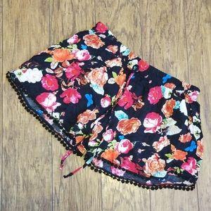NWT Juniors Sz XL Floral Fringe Shorts